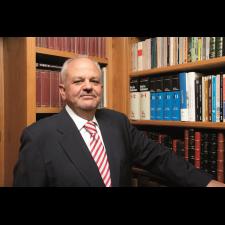 Concesión de la Medalla de Cultura Jurídica Iberoamericana a D. Juan José Pons Alonso, por su labor a través de la editorial Marcial Pons
